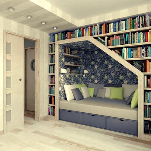 Tidak mungkin untuk tidak berhenti membaca ruangan ini.
