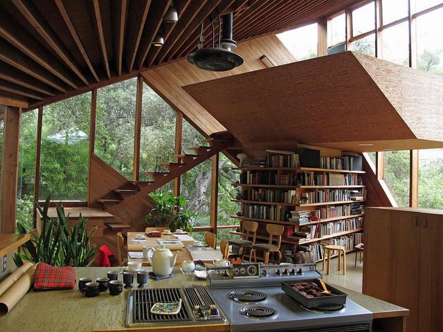 Saya suka bau buku ... dan saya suka ruangan ini. Surga kutu buku!