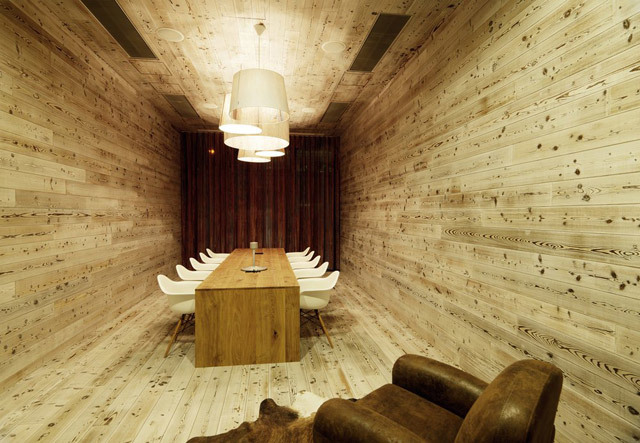 Semua pesta makan malam harus diadakan di ruangan seperti itu.