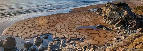 Sebagai alternatif, Anda dapat mengajari orang lain untuk membuat pemandangan pantai ini sebagai bagian dari latihan membangun tim.