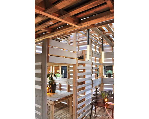 Since the house is made from spare wooden pallets, it is easy to acquire the materials to build the shelter.