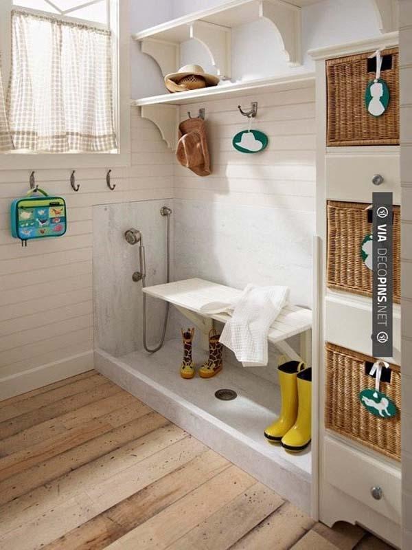 33.)在泥浆房或入口处安装一个简单的狗浴。