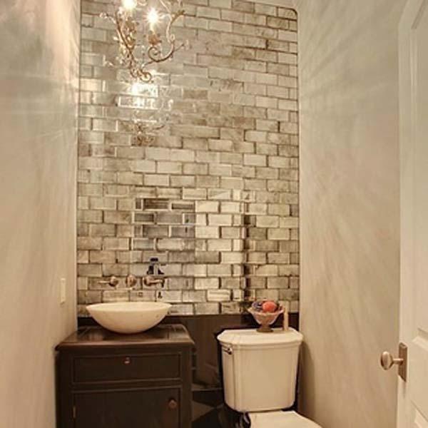 31.)将镜面瓷砖添加到无窗房间。