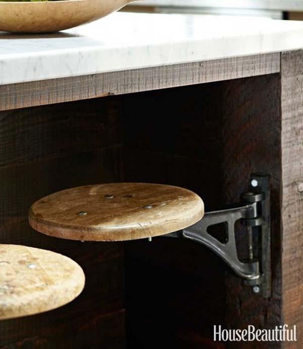 29.)铰链上的凳子节省了厨房的空间。