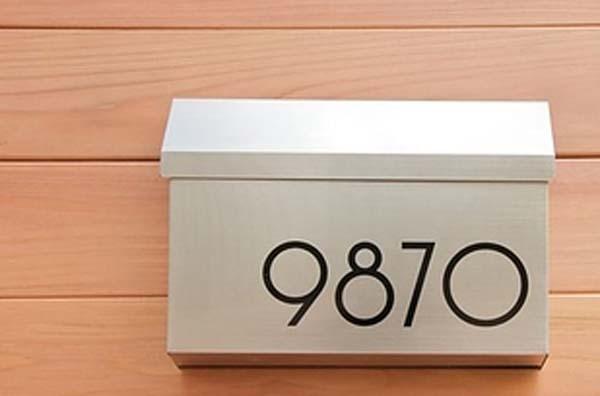 22.)用现代字体替换旧房子号码。