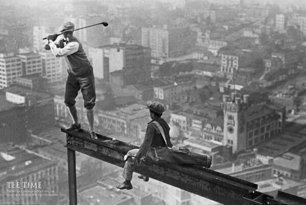 41.)在摩天大楼上打高尔夫球(1932年)。