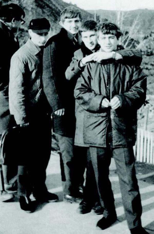 32.)弗拉基米尔·普京(Vladimir Putin)少年时代。