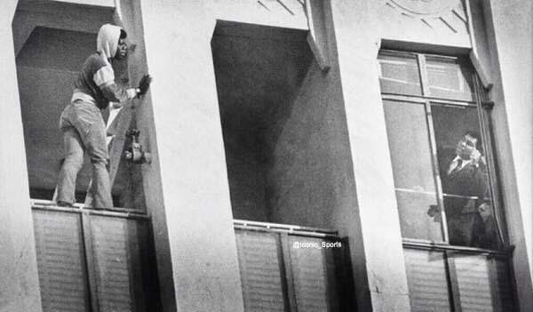 34.)穆罕默德·阿里(Muhammad Ali)试图说服一名自杀男子。