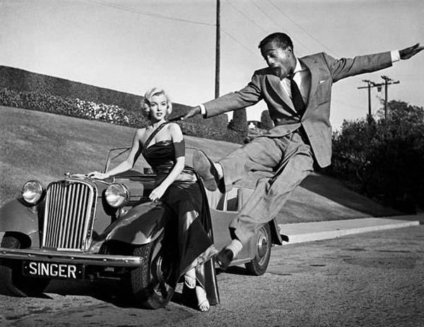 27.)玛丽莲·梦露(Marilyn Monroe)和小萨米·戴维斯(Sammy Davis)