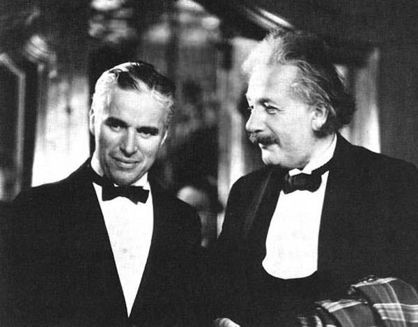 23.)查理·卓别林和阿尔伯特·爱因斯坦。