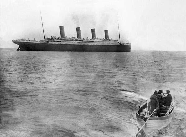 18.)泰坦尼克号沉没之前的最后一张照片(1912)。