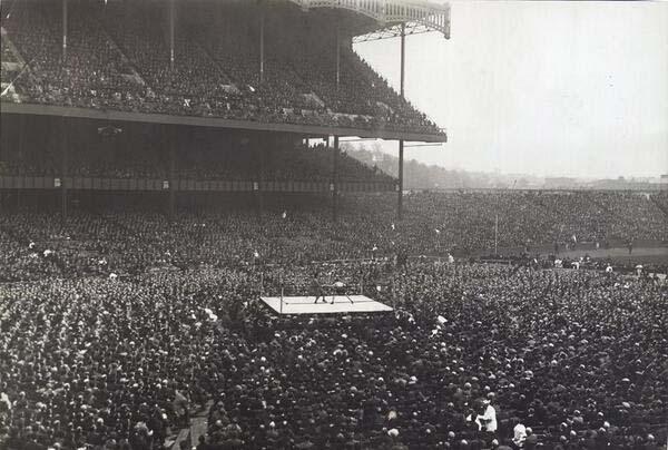 9.)在洋基体育场(1923)进行拳击。