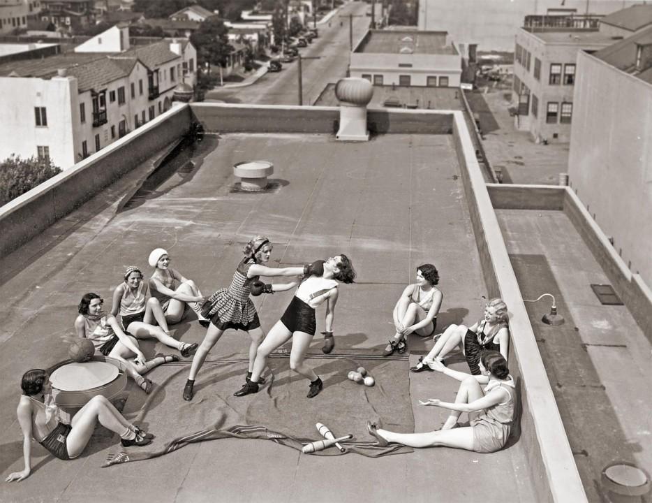 Women boxing on a roof in LA (1933).
