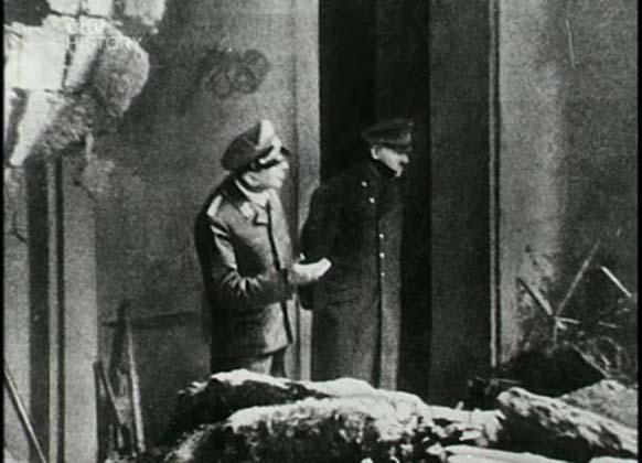 4. Ini bukan pekerjaan potong dan tempel yang buruk. Faktanya, para pesulap Jerman yang menggambar aksi publik semacam itu.