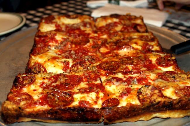 美国每天提供100英亩的比萨饼。