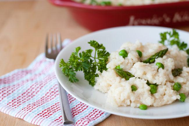 大米可以容纳不可思议的细菌,而微波不会杀死孢子。 确保立即吃米饭或在煮饭后不久将其放入冰箱。