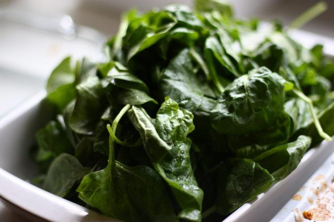 就像芹菜一样,菠菜中的硝酸盐在微波炉中重新加热后会变得很危险。