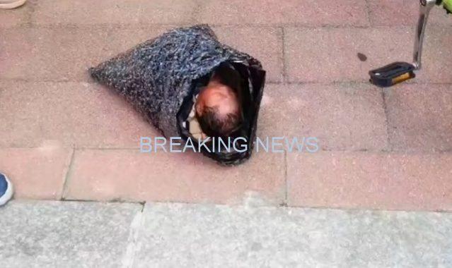 Bayi tersebut dilaporkan dalam kondisi stabil di sebuah rumah sakit di kota, dan Luo sedang diselidiki polisi atas dugaan meninggalkan anak tersebut.
