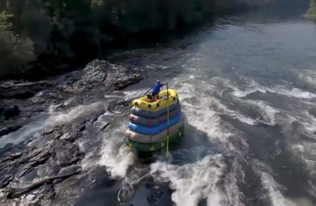 Tipuan Baack tampaknya bisa dengan mudah jatuh ke air dengan sedikit benturan atau benturan.