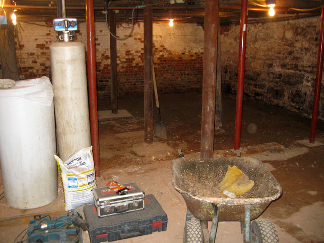 They weren't the only ones to find something AWESOME in their basement though, check out what these different home owners found in their basement. Their house is 25 miles south of the Canadian border, and was a hotspot for Underground Railroad safe houses.