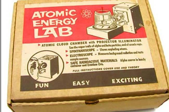 Tidak ada yang lebih menyenangkan bagi seorang anak selain bermain dengan bahan radioaktif.