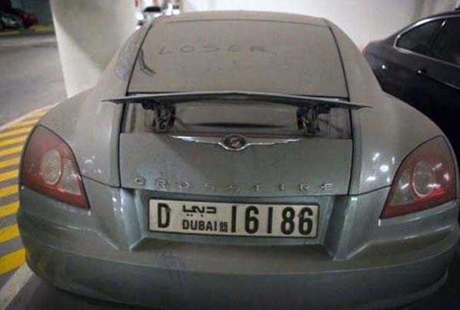 ليست سيارات BMW و Mercedes فقط هي التي يتم التخلي عنها في دبي.  كما أنها فيراري وبورش.