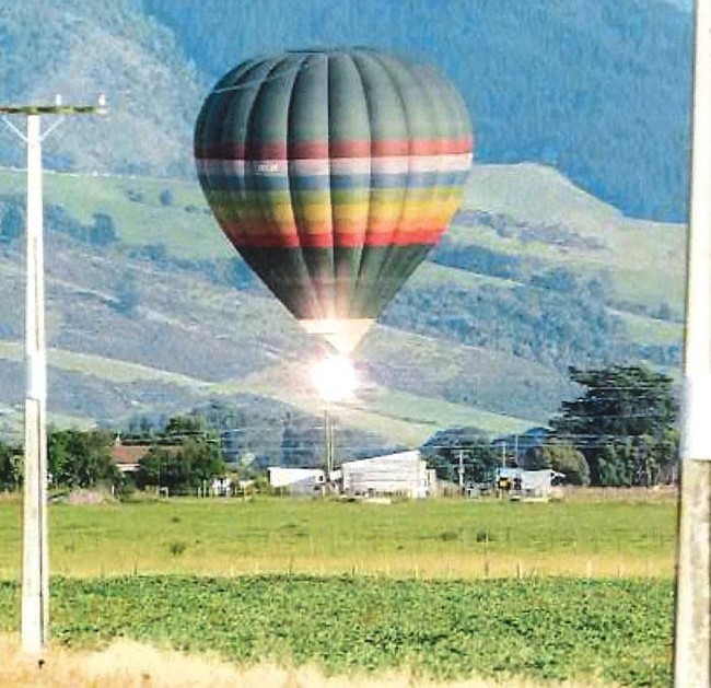The moment when a hot air balloon in New Zealand stuck several power lines and caught fire. All 11 people on board were killed.