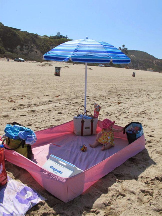 Anda juga dapat menggunakan seprai pelindung pantai untuk membuat zona bebas pasir.