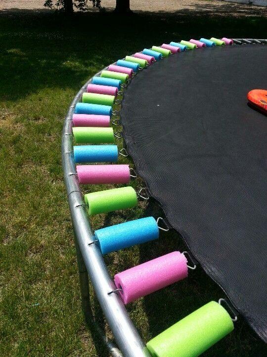 Berkat mie biliar, anak-anak zaman sekarang tidak pernah tahu sakitnya mendarat di air mancur trampolin.