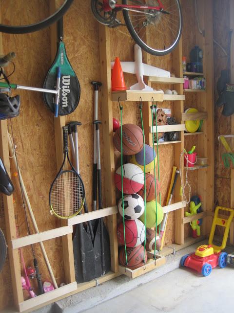 使用Bungie绳索以节省大量空间的方式存储运动球。