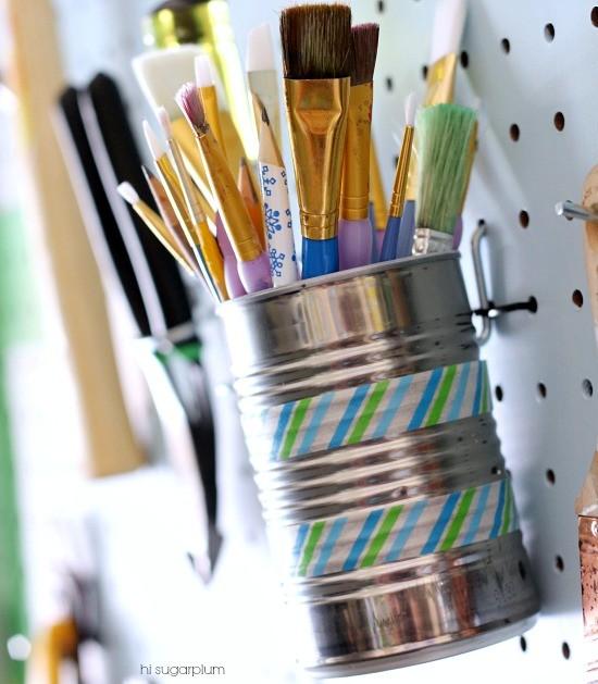 使用锡罐可以节省空间并容纳较小的物体。