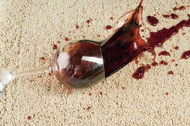 摆脱白葡萄酒的红酒渍。