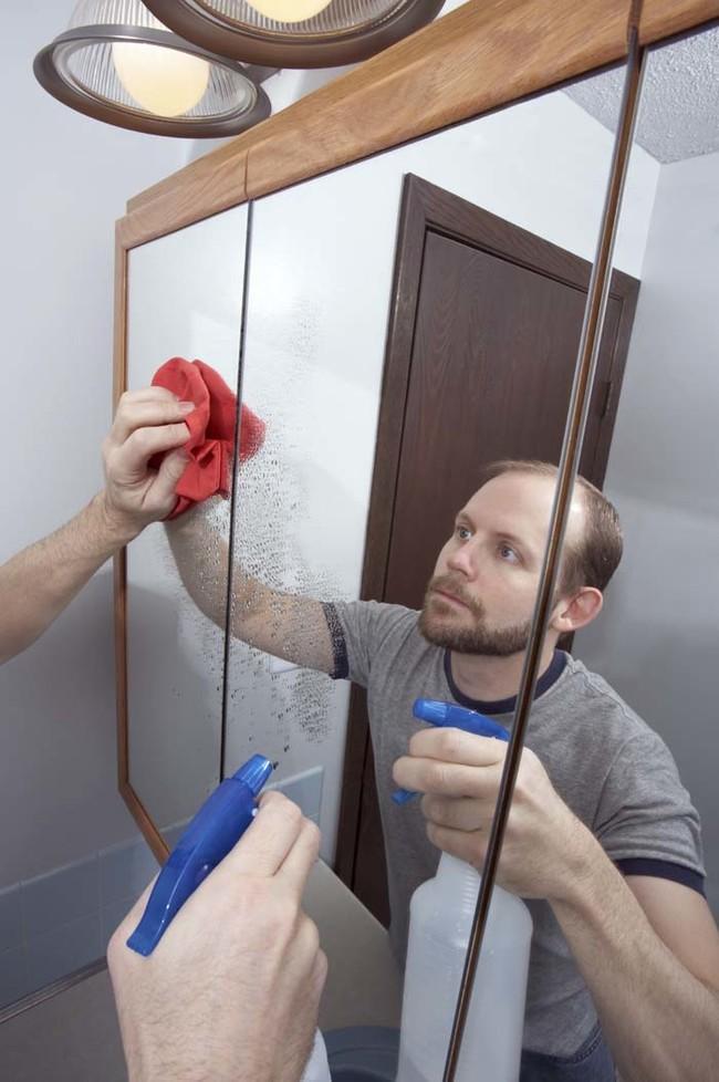也要在镜子上使用相同的混合物。